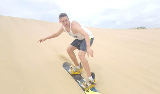 Stefan Gering fährt Sandboard